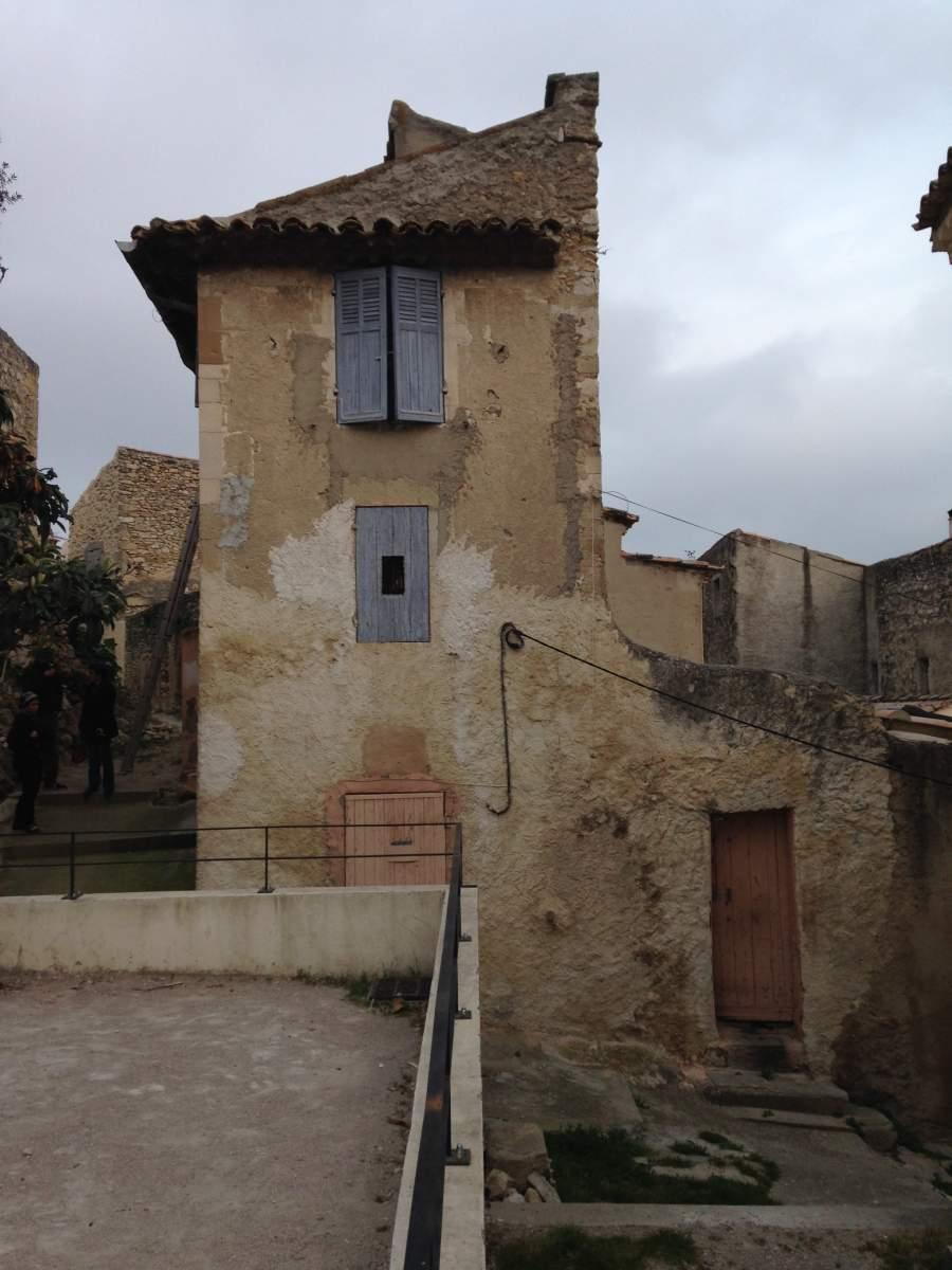 R novation d 39 une vieille maison de village eygui res - Rever d une vieille maison ...