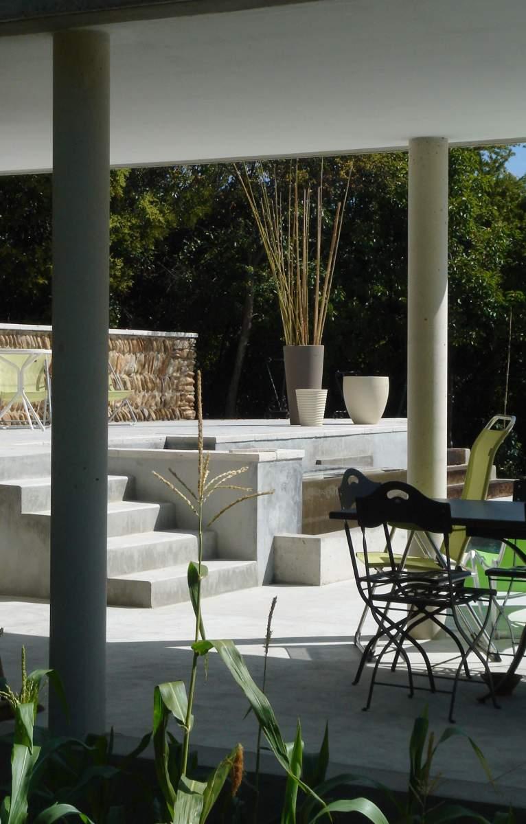 Piscine avec spa d bordement et pool house agence architecture provence - Escalier beton lisse ...